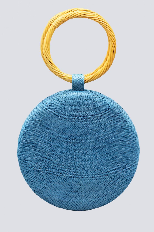 Clutch azzurra con manico in vimini