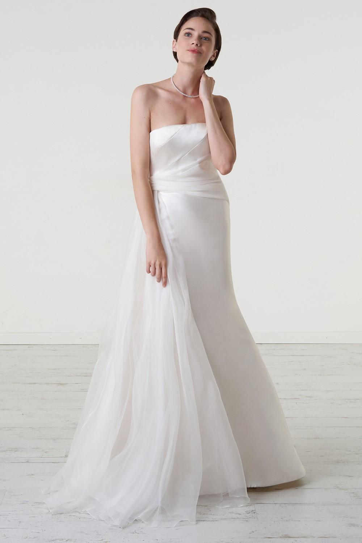 Abito da sposa con drappeggio asimmetrico in mikado