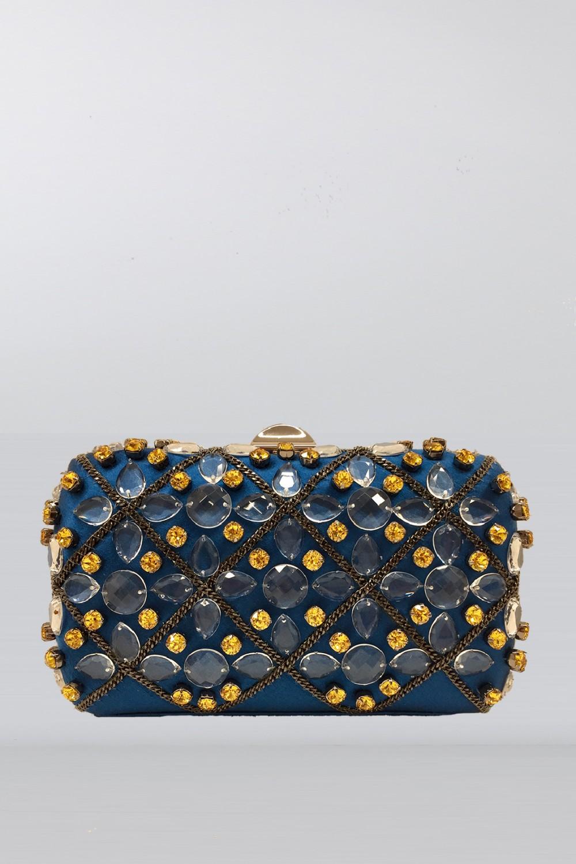 Clutch azzurra in seta con cristalli e catene