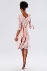 Drexcode - Abito in pizzo rosa con cintura removibile - Daphne - Noleggio - 3