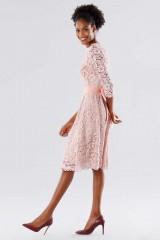 Drexcode - Abito in pizzo rosa con cintura removibile - Daphne - Noleggio - 2