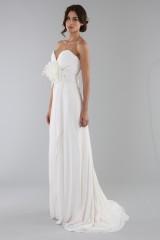 Drexcode - Abito da sposa scivolato con fiore removibile - Ilenia Sweet by Bellantuono - Noleggio - 5