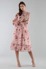 Drexcode - Abito rosa con fantasia floreale e rouches - Luisa Beccaria - Noleggio - 2