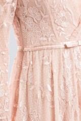 Drexcode - Abito rosa in pizzo con doppia scollatura - Needle&Thread - Noleggio - 2