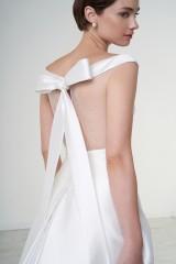 Drexcode - Abito da sposa off shoulder con fascia in vita - Peter Langner - Noleggio - 1