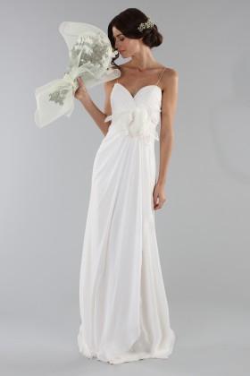 Abito da sposa scivolato con fiore removibile - Ilenia Sweet by Bellantuono - Noleggio Drexcode - 1