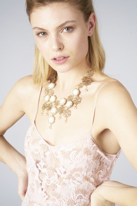 Collana in ottone e perle d'acqua dolceRosantica