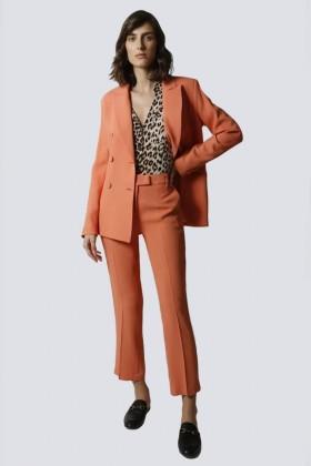 Tailleur pantalone salmone - Giuliette Brown - Noleggio Drexcode - 1