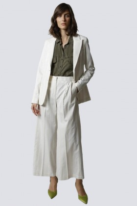Tailleur bianco a righe - Giuliette Brown - Noleggio Drexcode - 1