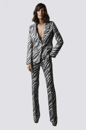 Tailleur pantalone zebrato - Giuliette Brown - Noleggio Drexcode - 1