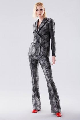 Completo giacca e pantalone con motivo pitonato - Giuliette Brown - Noleggio Drexcode - 1