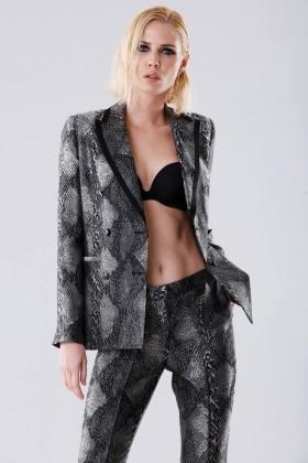 Completo giacca e pantalone con motivo pitonato - Giuliette Brown - Noleggio Drexcode - 2