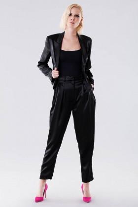 Completo lucido nero con giacca e pantalone - Giuliette Brown - Noleggio Drexcode - 1