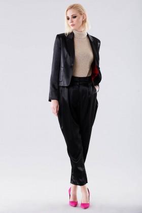 Completo lucido nero con giacca e pantalone - Giuliette Brown - Noleggio Drexcode - 2