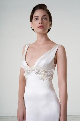 Abito da sposa con cintura di pietre - Iris Noble - Noleggio Drexcode - 1