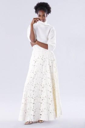 Completo bianco con gonna e maglione in cachemire - Paule Ka - Noleggio Drexcode - 1
