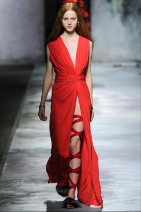 Abito rosso in seta con spacco Vionnet