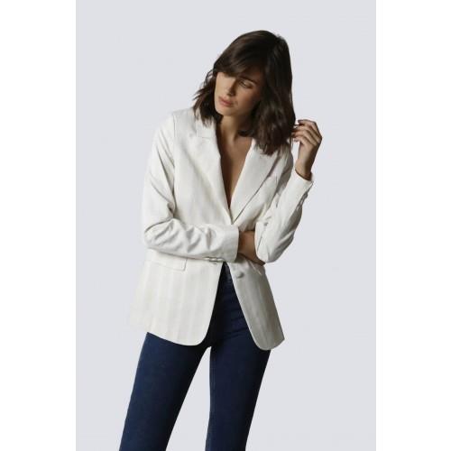 Vendita Abbigliamento Usato FIrmato - Tailleur bianco a righe - Giuliette Brown - Drexcode -2