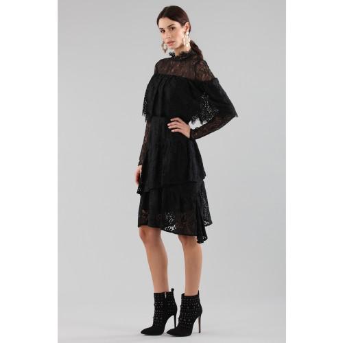 Vendita Abbigliamento Usato FIrmato - Abito corto nero con balze e maniche a mantella - Perseverance - Drexcode -4