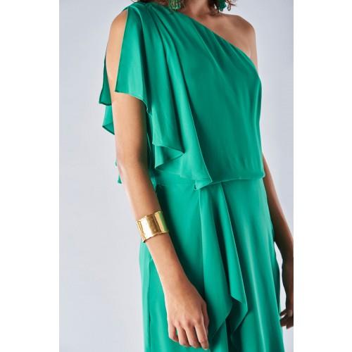 Vendita Abbigliamento Usato FIrmato - Abito verde con maniche asimmetriche - Halston - Drexcode -3