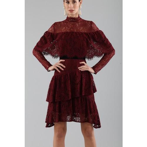Vendita Abbigliamento Usato FIrmato - Abito corto burgundy con balze e maniche a mantella - Perseverance - Drexcode -4
