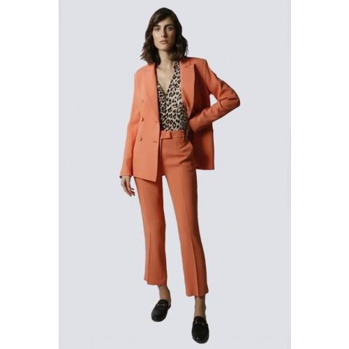 Vendita Abbigliamento Usato FIrmato - Tailleur pantalone salmone - Giuliette Brown - Drexcode -1