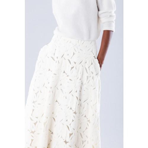 Vendita Abbigliamento Usato FIrmato - Completo bianco con gonna e maglione in cachemire - Paule Ka - Drexcode -7