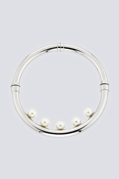 Collana in ottone e perle in resina