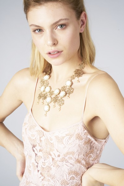 Collana in ottone e perle d'acqua dolce
