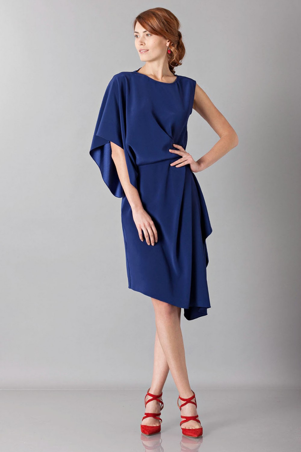 Dress with asymmetrical sleeves