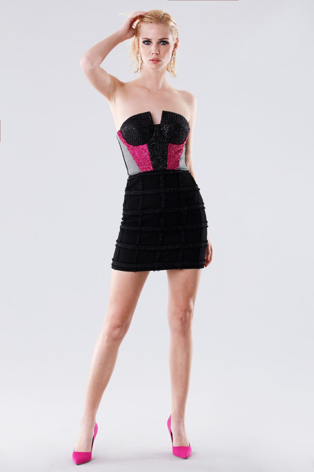 Short bustier with fabric decorations