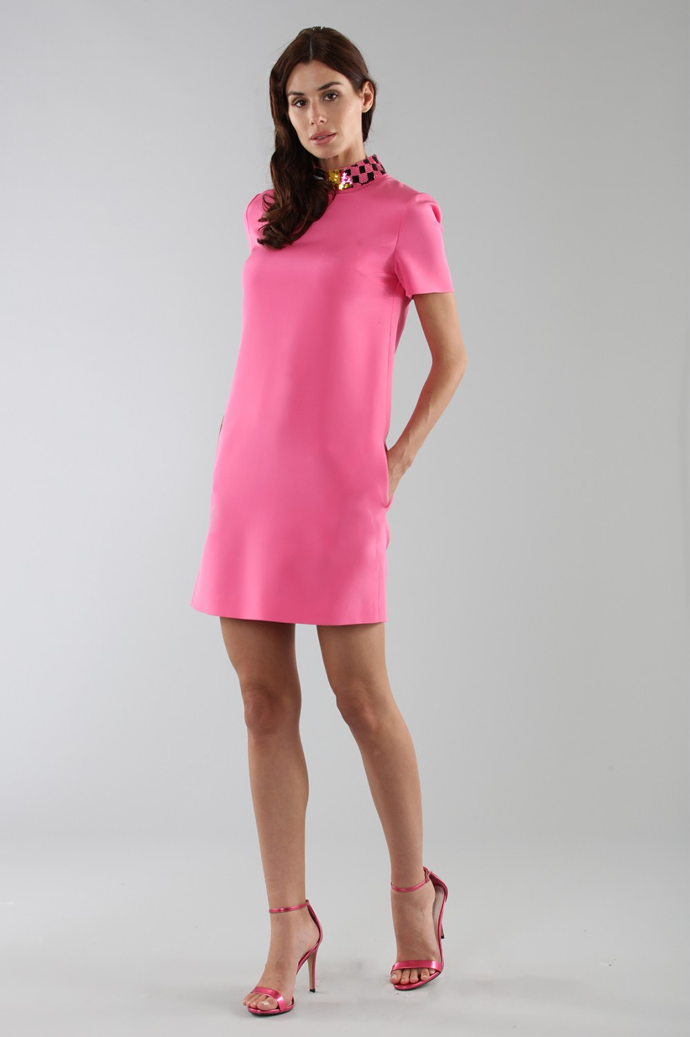 Fuchsia short dress with sequin collar