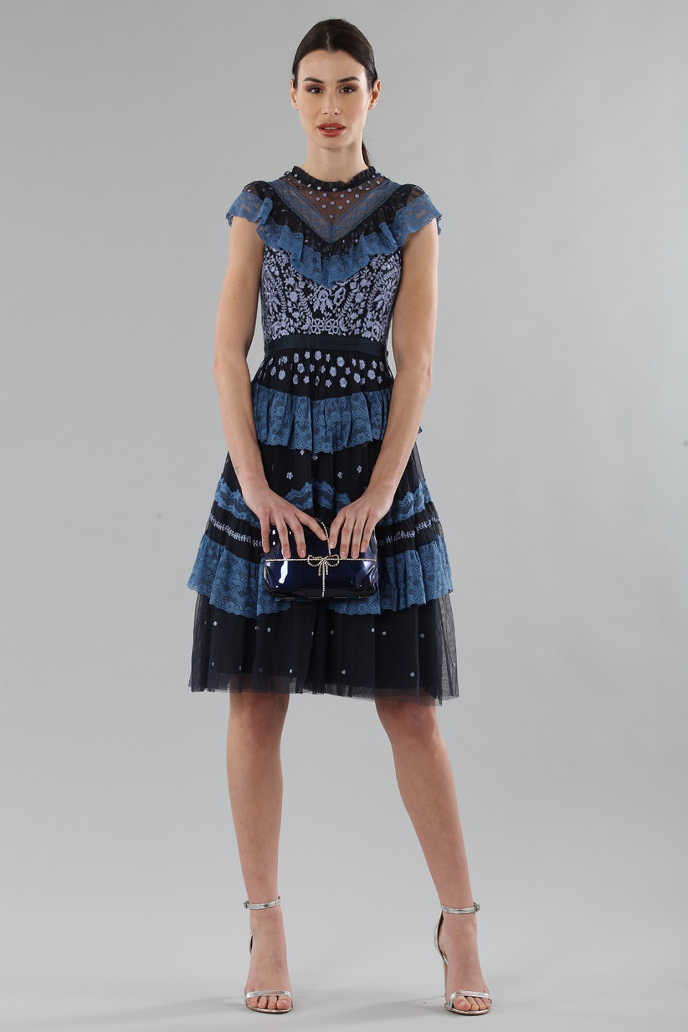 Short dress with flounces and floral embroidery