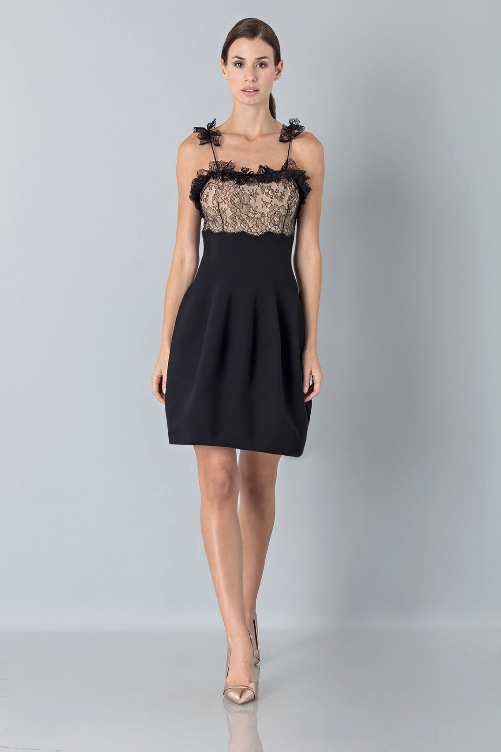 Dress with shoulder straps of processed lace