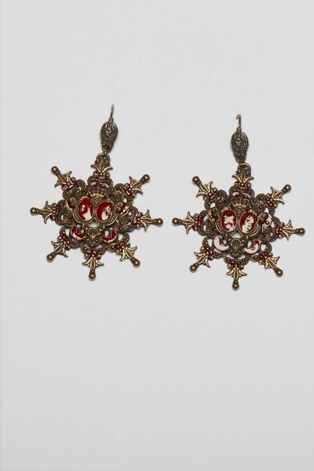 Pendant earrings with red stone