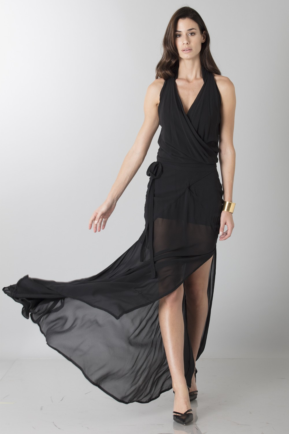 Dress with neck fastening