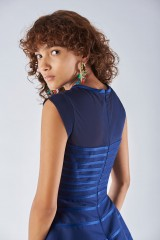 Drexcode - Dress with relief decoration - Halston - Rent - 2