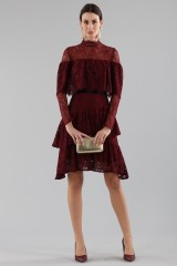 Drexcode - Short burgundy dress with flounces and cape sleeves - Perseverance - Sale - 2