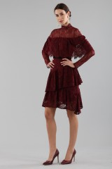 Drexcode - Short burgundy dress with flounces and cape sleeves - Perseverance - Sale - 3