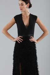 Drexcode - Black dress with finished skirt and V cut to the back - Halston - Rent - 8