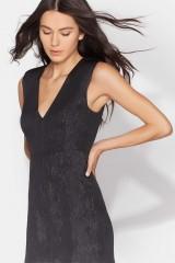 Drexcode - Black dress with shiny texture  - Halston - Rent - 6