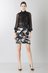 Drexcode - Black and white skirt with roses and silk black blouse - Blumarine - Rent - 3
