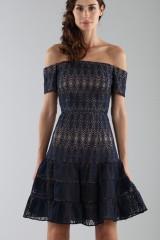 Drexcode - Off-shoulder blue lace dress  - ML - Monique Lhuillier - Sale - 5