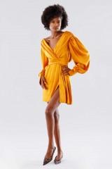 Drexcode - Short orange dress with V-neck - Rhea Costa - Rent - 4