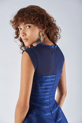 Dress with relief decoration - Halston - Rent Drexcode - 2