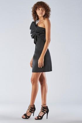 Short black dress with one-shoulder ruches detailing - Amur - Sale Drexcode - 1