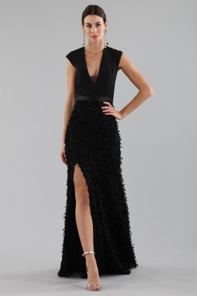 Black dress with finished skirt and V cut to the back - Halston Heritage - Rent Drexcode - 2