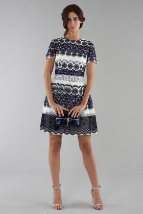 Short dress in blue and white lace - ML - Monique Lhuillier - Rent Drexcode - 1