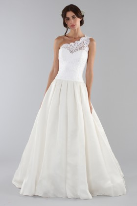 Lace wedding dress with one shoulder - Ilenia Sweet by Bellantuono - Rent Drexcode - 1