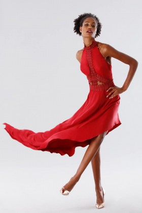 Red asymmetrical dress with transparencies - Kathy Heyndels - Rent Drexcode - 2